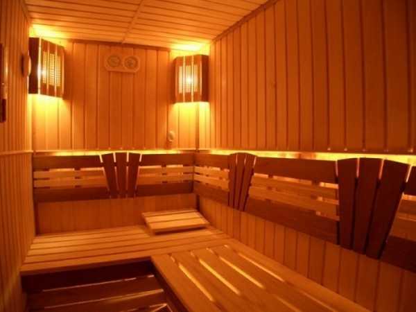 Освещение бани при помощи светильника с лампой накаливания