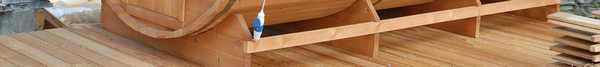 В качестве площадки для установки бани-бочки можно использовать деревянный щит