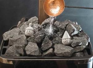 Основное различие между русской парилкой и финской сауной в температуре, до которой разогреваются камни