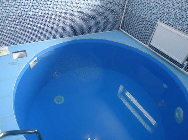Маленький бассейн  для бани и сауны в виде купели