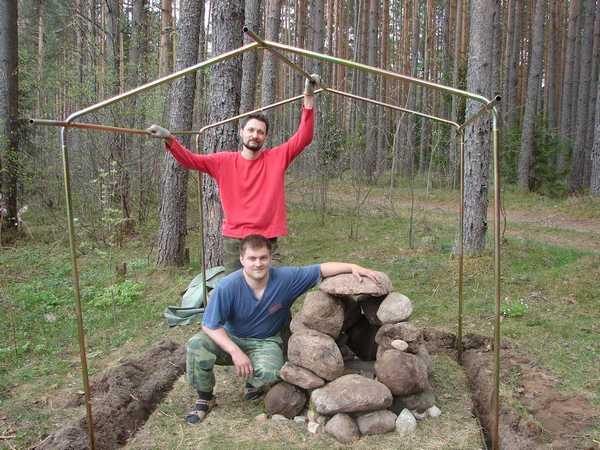 Можно использовать готовый сборный каркас для палатки-бани