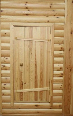 Для сохранения тепла в бане необходим порог, а дверь должна быть невысокой