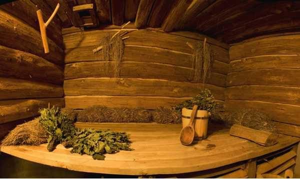 Самая первая ароматизация воздуха в бане происходит при запаривании веника. Аромат распространяется по всем помещениям
