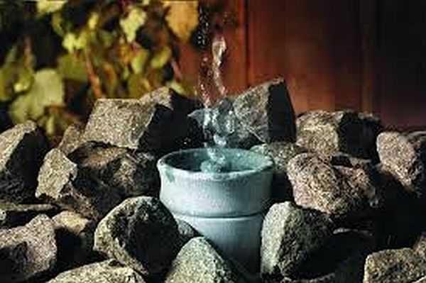 Разведенные масла льют на наружную каменку