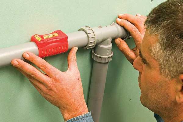 Маленький трубный уровень для проверки горизонтальности труб