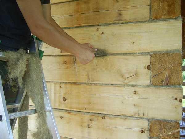 Бани из древесины и без утепления снаружи неплохо справляются с проблемой удаления конденсата