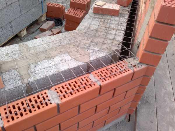Вариант наружной отделки бани из строительных блоков, который одновременно решает проблемы теплоизоляции и выведения конденсата