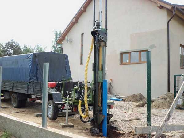 Для бурения артезианской скважины требуется специальное оборудование