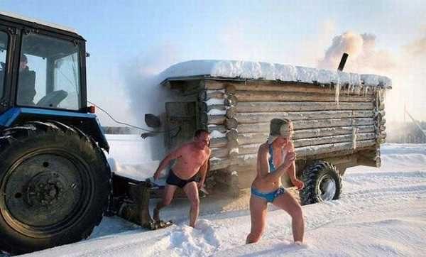 Кто бы сомневался, что баня на колесах будет и в тракторном прицепе