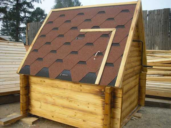 Деревянные домик для колодца
