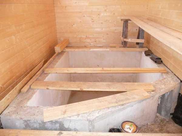 Маленькие бассейны: фундамент в бане