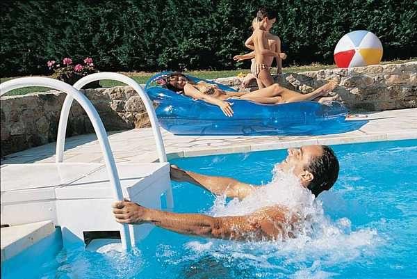 Чтобы вода в бассейне была чистой, ее необходимо чистить. Для этого используют специальные фильтры