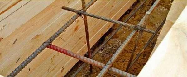 Продольные прутки арматуры обязательны рифленые, диаметром 12-16 мм, а для вертикальных и поперечных направляющих использовать можно  гладкий прут 6-8 мм