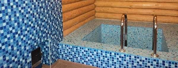 Маленький кирпичный бассейн внутри бани тоже можно сделать своими руками