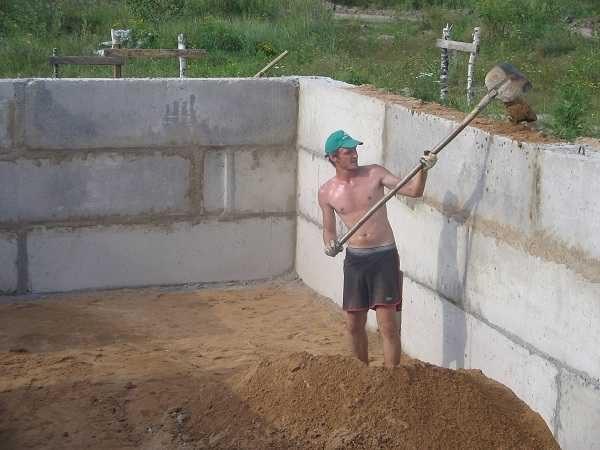 С фундаментными блоками строительство фундамента занимает малость времени