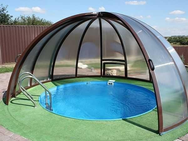 Это готовый навес для бассейнов, но можно что-то подобное сделать самому