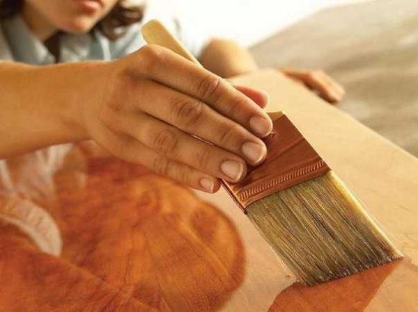 Лак для древесной породы может быть глянцевым (как на фото), полуглянцевым и матовым
