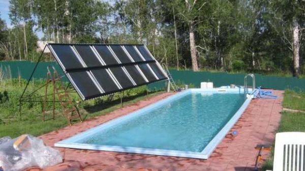 Солнечный подогрев бассейна эффективен в ясные дни