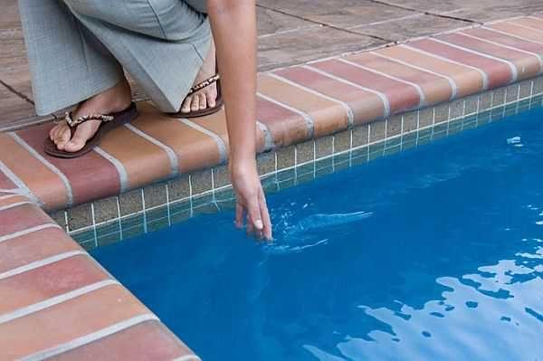 Иногда хочется иметь в бассейне теплую воду