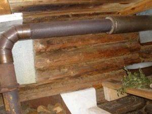 Так делать нельзя - расстояние от трубы до потолка и стены очень маленькое, так еще и древесина не защищена