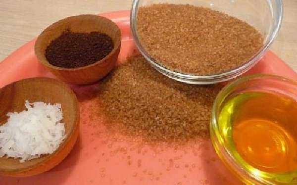 При приготовлении домашних скрабов для лица используйте хорошо измельченные компоненты
