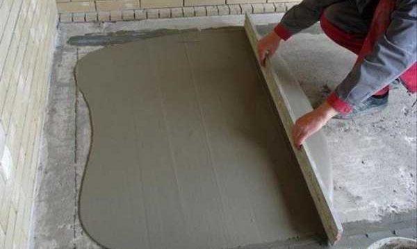 Связная цементно-песчаная стяжка укладывается непосредственно на основание