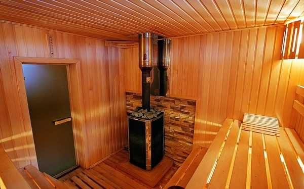 В очень высокой и маленькой по размерам комнате будете чувствовать себя неуютно