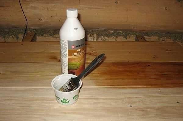 Масло для полков Tikkurila SUPI LAUDESUOJA наносить на сухую древесину (влажность не выше 20%) кистью или мягкой тканью