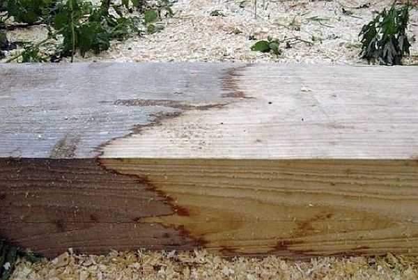 Перед покупкой большой партии отбеливателя, антисептика и краски протестируйте их все на ненадобном (либо невидном) кусочке древесной породы