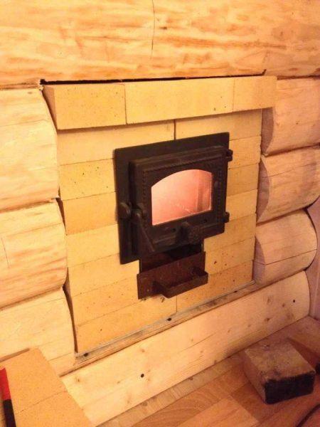 Обкладываем печь огнеупорным кирпичом