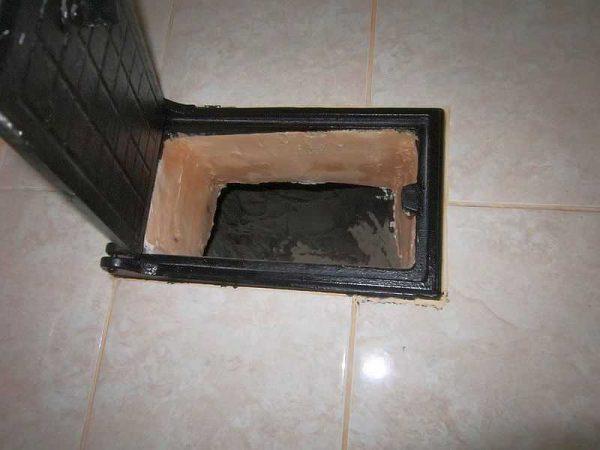 Пример отделки плиткой печной дверки