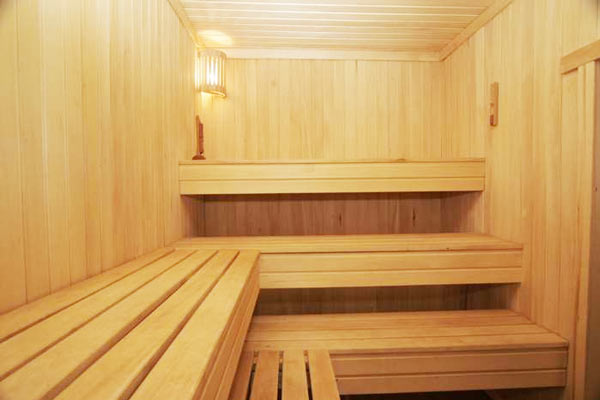 Трех ярусный полок в бане фото
