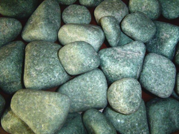Жадеит относится к полудрагоценным камням - это лучший камень для бани и сауны