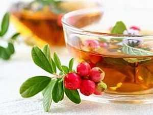 Можно заваривать и листья, и траву, и сушеные ягоды брусники. А еще она очень вкусна с медом (не с сахаром)