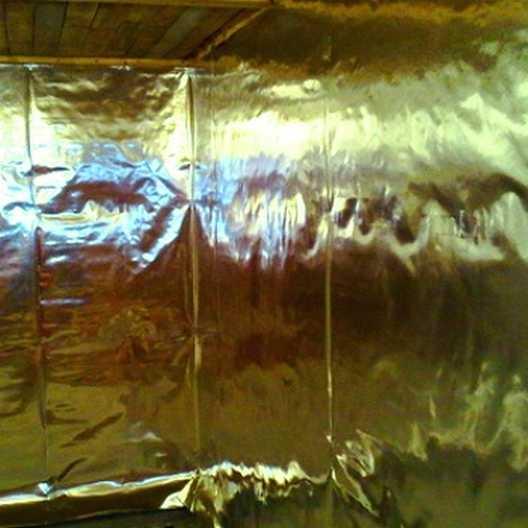 Для теплоизоляции бани обязательно использовать пароизоляционный слой