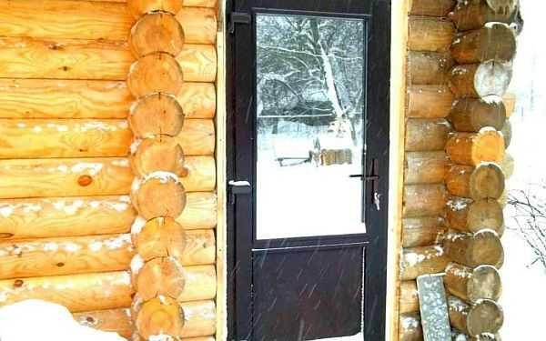 Металлическая стальная дверь в баню - надежно и тепло, но можно примерзнуть
