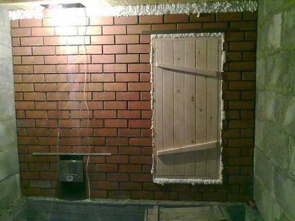 """Размеры двери в парилку определяются исходя из высоты потолка и """"рабочих"""" кондиций"""