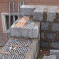 Для возведения бани рекомендуют использовать многощелевые керамзитобетонные блоки
