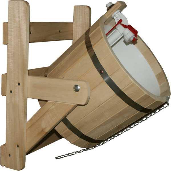 Обливное устройство для бани с пластиковой вкладкой и системой контроля уровня воды