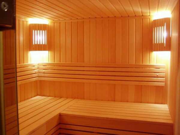 Вертикально расположенная вагонка в бане