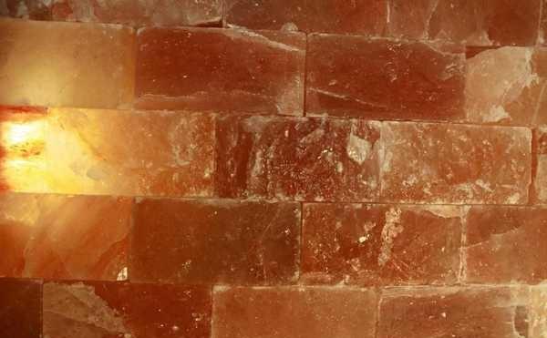 Из кирпичей гималайской розовой соли можно сложить стену