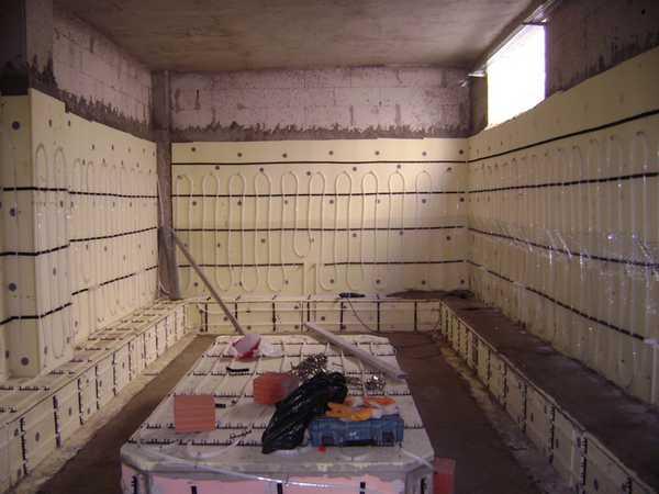 В хамам обогреваются и пол, и стены и сиденья