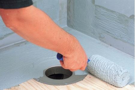 Герметик ARDEX S 1-K можно наносить на бетонный пол кисточкой или валиком