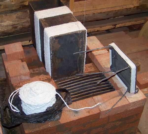 В местах соприкосновения литья с элементами кладки их желательно обмотать асбестовым шнуром или лентой