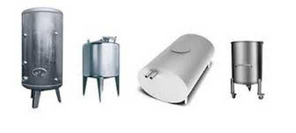Баки для воды в баню могут быть разной формы и выполнены из разных материалов