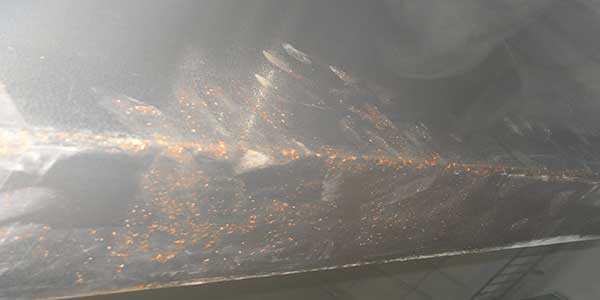 Коррозия на баке для воды из поддельной нержавейки