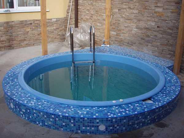 Маленькие бассейны в бане: купели из пластика