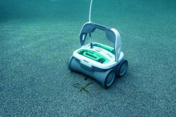 Робот-пылесос для чистки бассейна