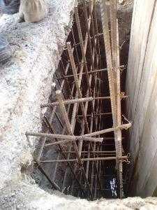 Если на дне шурфа есть вода, необходимо провести работы по водоотведению - создать дренажную систему