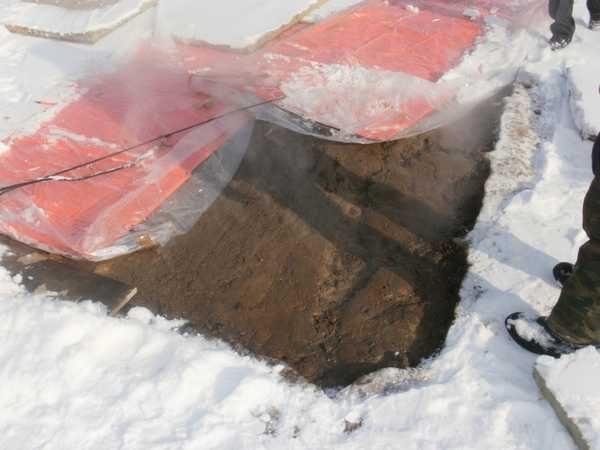 Греющие маты укладывают на поверхность бетона и включают в сеть